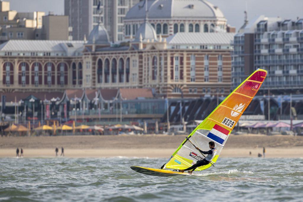 RS:X surfen voor de kust van Scheveningen