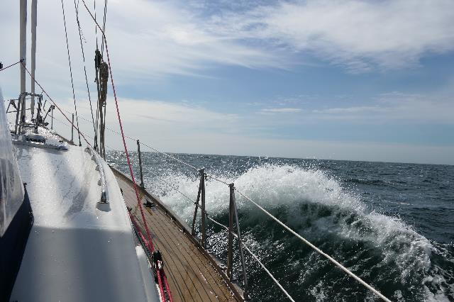 Quelinda over de hoge golven op zee - Charlotte's blog