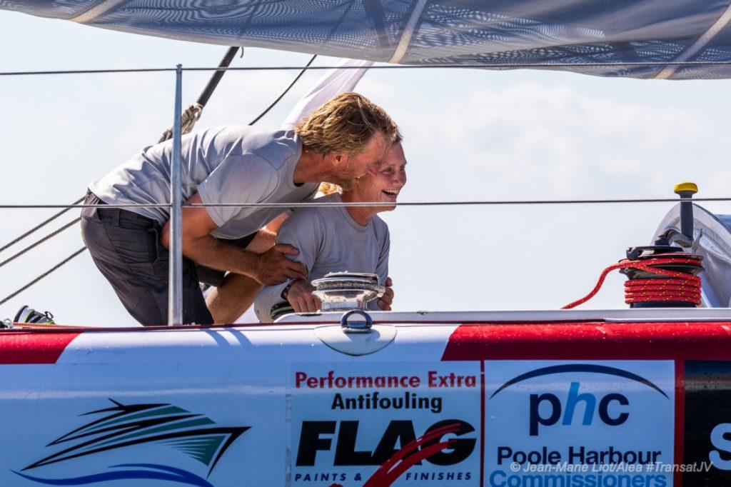 Pip Hare en Ysbrand na de finish van de Transat Jacques Vabre