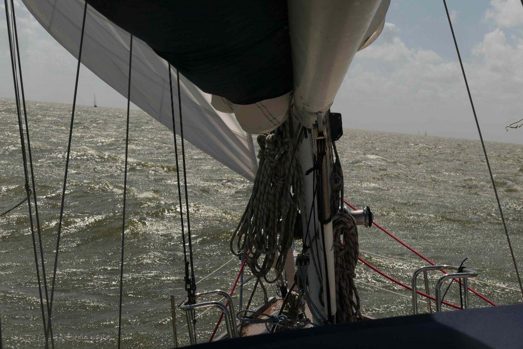 Onzeker in zwaar weer aan boord van Quelinda