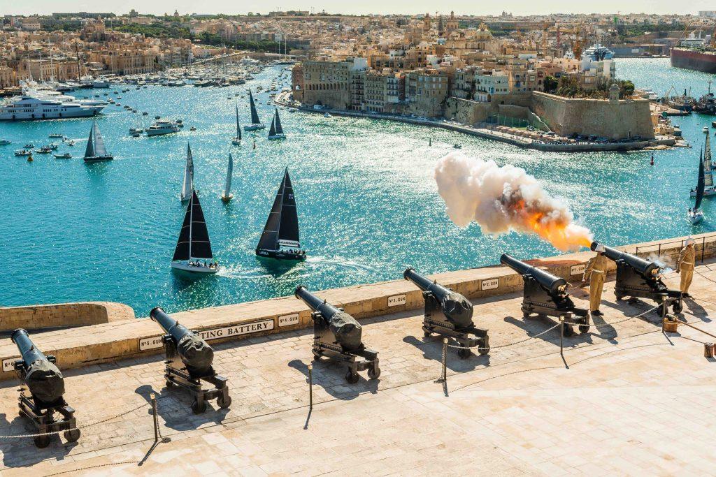 De start van de 41ste Rolex Middle Sea Race in Malta (2020).
