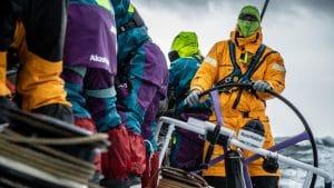In de Volvo Ocean Race is warme winter zeilkleding wel fijn