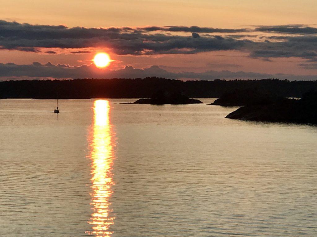 Eiland Sandhamn in Zweden bij zonsondergang