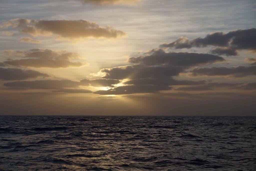 Zonsondergang op zee door spotlight Janneke Dijkhuis
