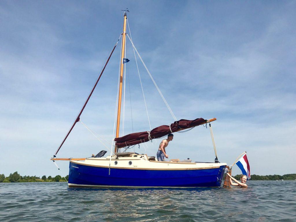 Spotlight Wessel met vriendin varen in Friesland