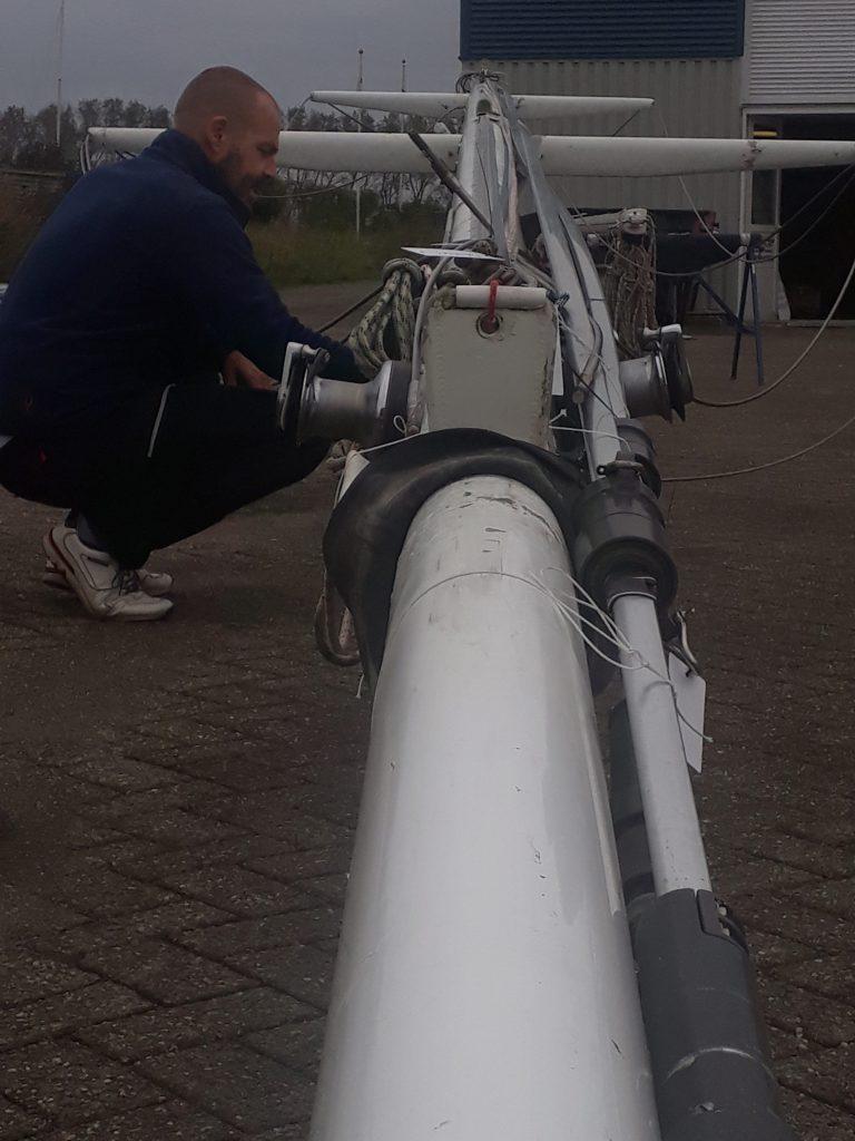 Ongedierte aan boord vinden tijdens de refit van de mast