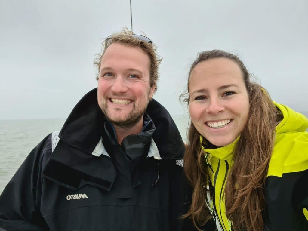 Jan en Annelinde op zoek naar een zeilboot