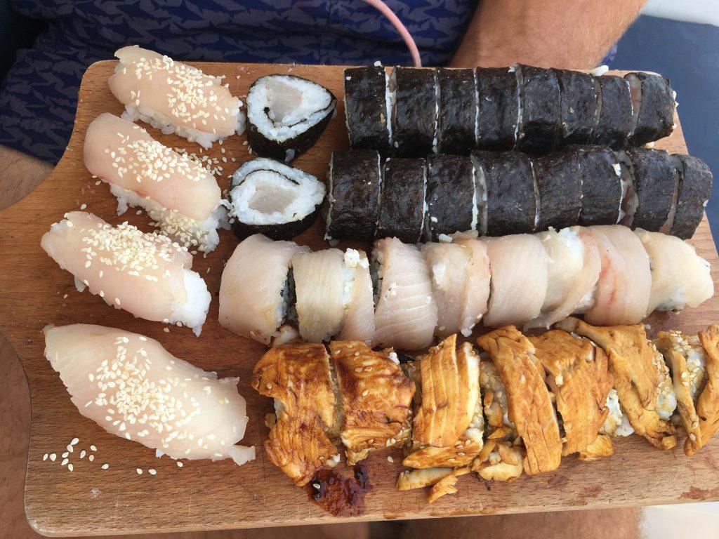 Verse vis wordt omgetoverd tot sushi