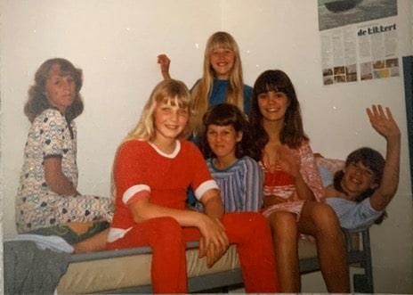 Jacqueline met haar klasgenoten op zeilkamp bij de Kikkert.