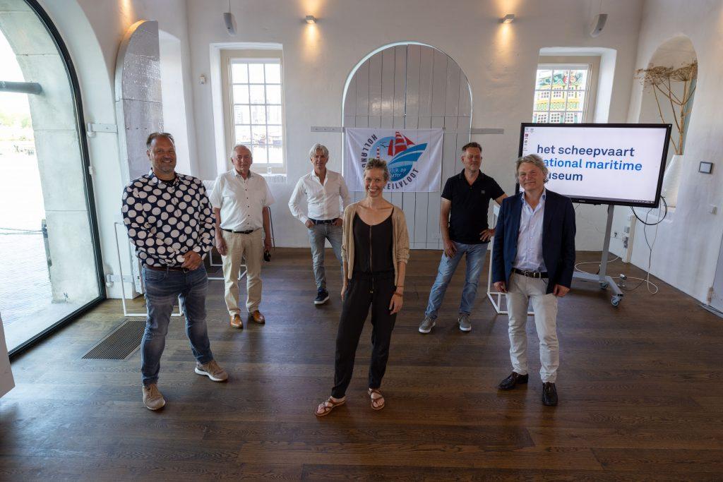 Het bestuur van de Stichting Promotie Hollandsche Zeilvloot