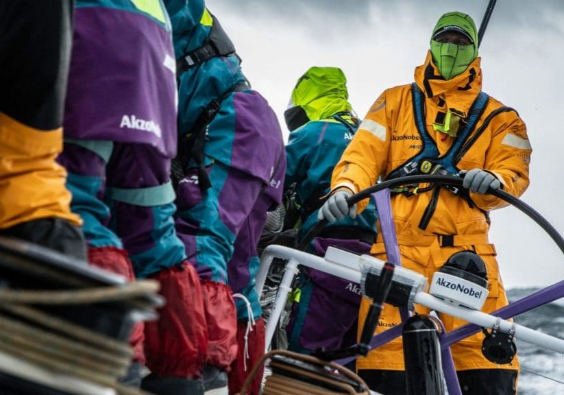 In de Volvo Ocean Race is warme winter zeilkleding wel fijn